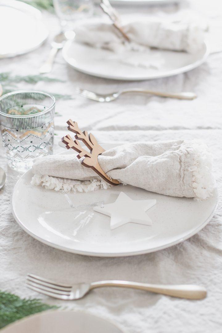 Minimalist Christmas Dinner Tablescape